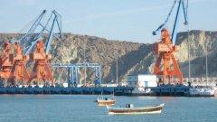 С инвестиции и заеми Пекин си проправя пътя към глобална доминация