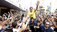 Крайният в своите изказвания политик е фаворит за спечелване на изборите в Бразилия.
