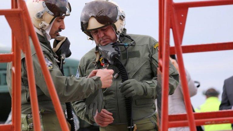 Министър Ненчев се оказа в твърде особена ситуация.  Руската компания РСК МиГ е заклеймена и официално няма да се работи с нея по линия на скъсване на зависимостта с Русия. В същото време Полша просто не може да осигури всичко нужно за българските изтребители, а от ВВС настояват да се осигурят технически наличните МиГ-29, за да се изпълняват задълженията ни по интегрираната система за ПВО на НАТО.