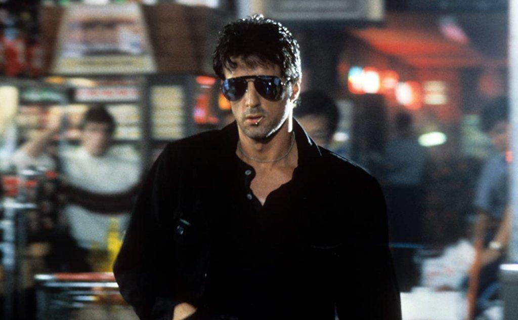 Cobra  Cobra е считан за може би един от най-лошите екшън филми на Сталоун от 80-те. Размазан е от критиците, въпреки че носи повече от добри печалби. Все пак по някаква причина с времето филмът придобива култов статус сред феновете. Дали заради мачо визията на Слай с авиаторски очила, лош поглед и клечка кибрит в устата, или заради абсурдните екшън сцени - не се знае. Със сигурност обаче Cobra си спечелва мястото във всяка една уважаваща себе си екшън колекция.