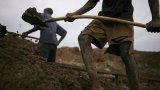 Родители на деца, пострадали от принудителния труд в мините, завеждат дело срещу 5 технологични гиганти