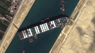 Първата жена капитан в Египет нарочена за кризата в Суецкия канал