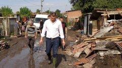 Предизборната кампания справяне с бедствие ли е или планирано усилие? Не става много ясно