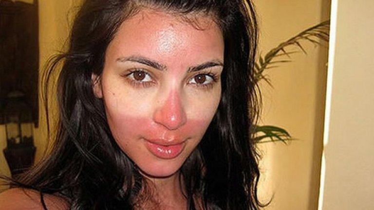 6. Ким Кардашиян дори издаде книга със селфита! Иска ни се да не бяхме виждали някои от тях. Демонстрацията на зловещ тен може би е доказателство, че Ким е човек като всички други. А може би доказва колко обсебена е от селфитата.