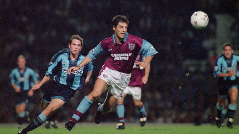 """Централен защитник: Славен Билич Новият мениджър на """"чуковете"""". Билич пристига на """"Ъптън парк"""" за 1,3 млн. паунда и изкарва само 18 месеца в отбора. Въпреки това, се превръща в любимец на феновете, а през сезон 1996/97 завършва на второ място, изпреварен само от Джулиан Дикс, във вота за играч на сезона."""