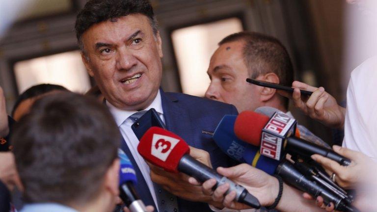 За последната година на българския футбол при Боби Михайлов трябва да се говори като за мъртвец. Или добро, или нищо. Тоест - нищо