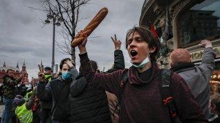 Близо 1500 арестувани на протестите в подкрепа на Навални