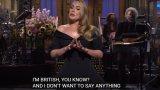"""""""Знам, че изглеждам различно"""": Адел се шегува с килограмите си в Saturday Night Live"""
