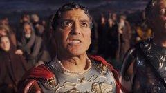 """Джордж Клуни  Звездата от последния филм на братя Коен """"Аве, Цезаре!"""" (както и от няколко други техни филми) заяви, че """"отказва да се злепоставя чрез каквито и да е социални медии, особено чрез Twitter"""". В едно скорошно свое интервю Клуни обясни, че възможността да напишеш нещо тъпо в интернет, за което да съжаляваш после е многократно по-голяма, благодарение на социалните мрежи, а и той не смята, че хората трябва постоянно да са достъпни. В последно време Клуни се опитва да пази строго своя личен живот от чужди погледи, но това не е лесно, защото е много голяма звезда. С една дума - по-скоро ще го срещнете на живо, отколкото в Тwitter."""