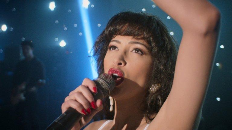 Selena: The Series (Netflix) - 4 декември Трагичната история на латино певицата Селена Кинтанила се пренася на малкия екран. Сериалът ще проследи пътя ѝ от детството през издигането ѝ в ранга на звезда та до трудните моменти, които тя и нейното семейство преживяват в името на любовта и музиката. Тази биографична драма разкрива и сериозната трагедия, отнела живота на певицата на твърде ранна възраст.