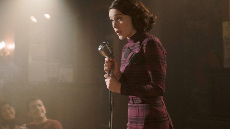 """8. Рейчъл Броснахан Сериалът, в който Броснахан е в главната роля – The Marvelous Mrs. Maisel, може и да започна миналата година, но през 2018-а доминираше в сезона на наградите и се доказа като наистина успешна продукция. Самата Броснахан беше изстреляна към върха след като спечели """"Златен глобус"""" и """"Еми"""" за забавното си изпълнение като Мидж. А вече е номинирана и за """"Златен глобус"""" 2019, където шансовете й за втора поредна победа не са никак малки. Освен това предстои да я видим в драмата за Студенатa война """"Ironbark"""", където ще си партнира с Бенедикт Къмбърбач."""