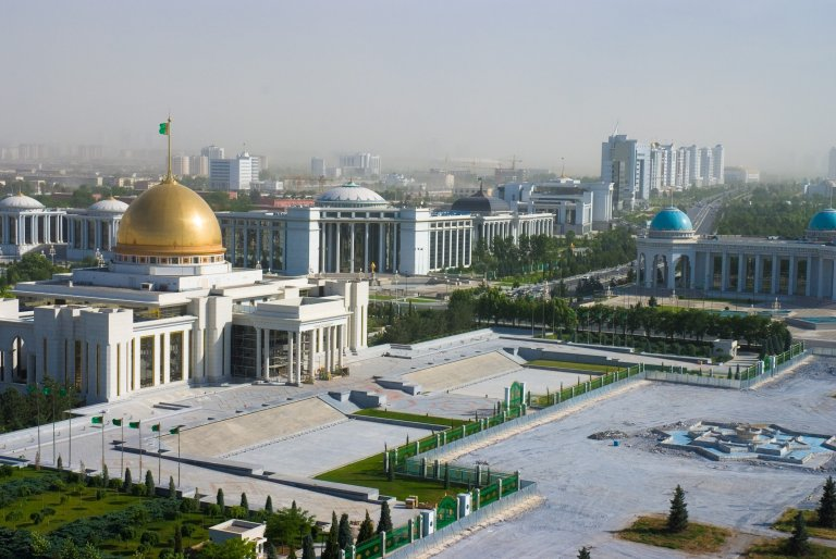 Президентският дворец в Ашхабад