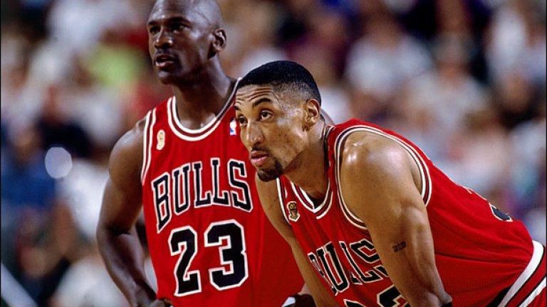 Скоти Пипън Състояние около 120 млн. долара Същинска баскетболна легенда, Скоти Пипън е доказателство на тезата, че баскетболистите не са добри в управлението на средства. Пипън съумява да осъществи такъв низ от лоши инвестиции, че в един момент остава без нищо. Пример за одисеята му от неуспешни бизнес начинания е купуването на частен самолет за 4 млн. долара, който дори не може да излети.