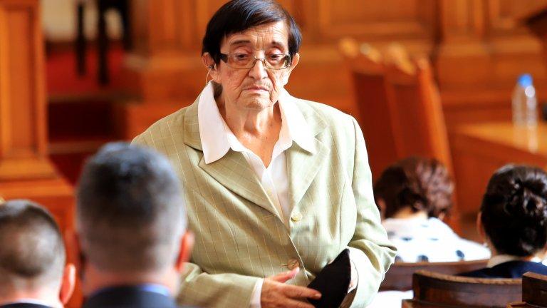 Тя откри тържественото заседание като най-възрастен депутат