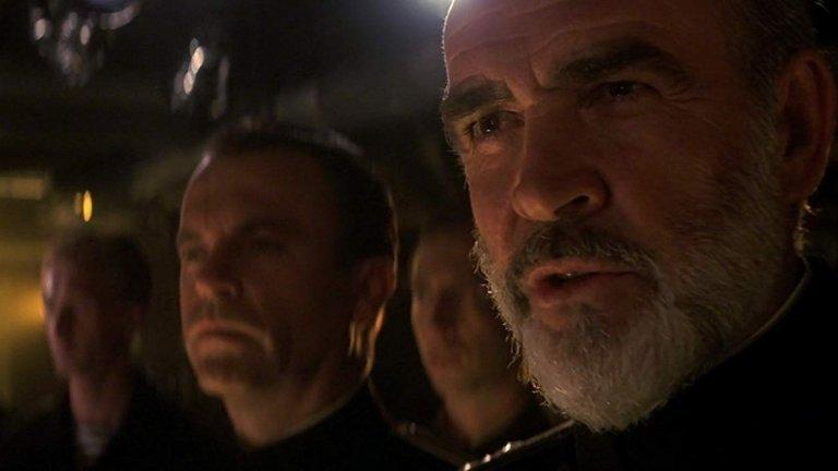 """""""На лов за """"Червения октомври"""" (Hunt for the Red October, 1990 г.)  Филмът по романа на Том Кланси разказва за руски капитан на ядрена подводница (изигран от Шон Конъри), който решава, че иска да премине на страната на американците заедно с новата си придобивка. След като вече е под вода, той застрелва политическия офицер на борда (който, между другото, се казва Иван Путин) и потегля към американски брегове. А самите американци трябва да разберат искрено ли е желанието му, докато същевременно отношенията между САЩ и СССР се обтягат до краен предел."""