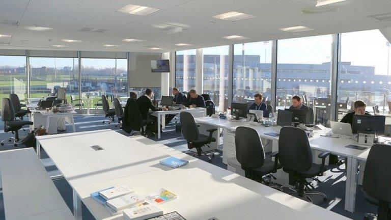 Офисите на клуба също се преместиха в новия комплекс.