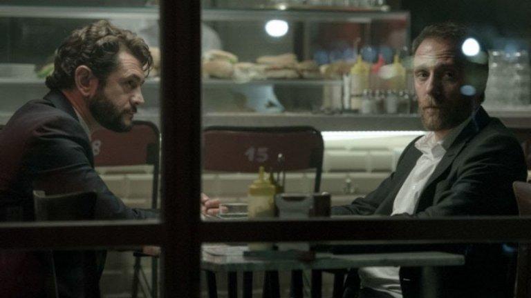 """""""Мястото"""" / The Place - 7 септември Този италиански филм е смесица между комедия, драма, фентъзи и мистерия. В дъното на един бар, наречен просто """"Мястото"""" стои тайнствен мъж, който изпълнява желания. Всяко желание обаче има своята цена - хората трябва да изпълнят особени задачи, възложени им от мъжа. Колко далеч обаче те ще стигнат, за да получат това, което искат? И готови ли са да платят дължимото. """"Мястото обещава да е доста интересен и динамичен филм в духа на модерното италианско кино."""
