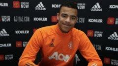 Звезда на Юнайтед подписа нов договор