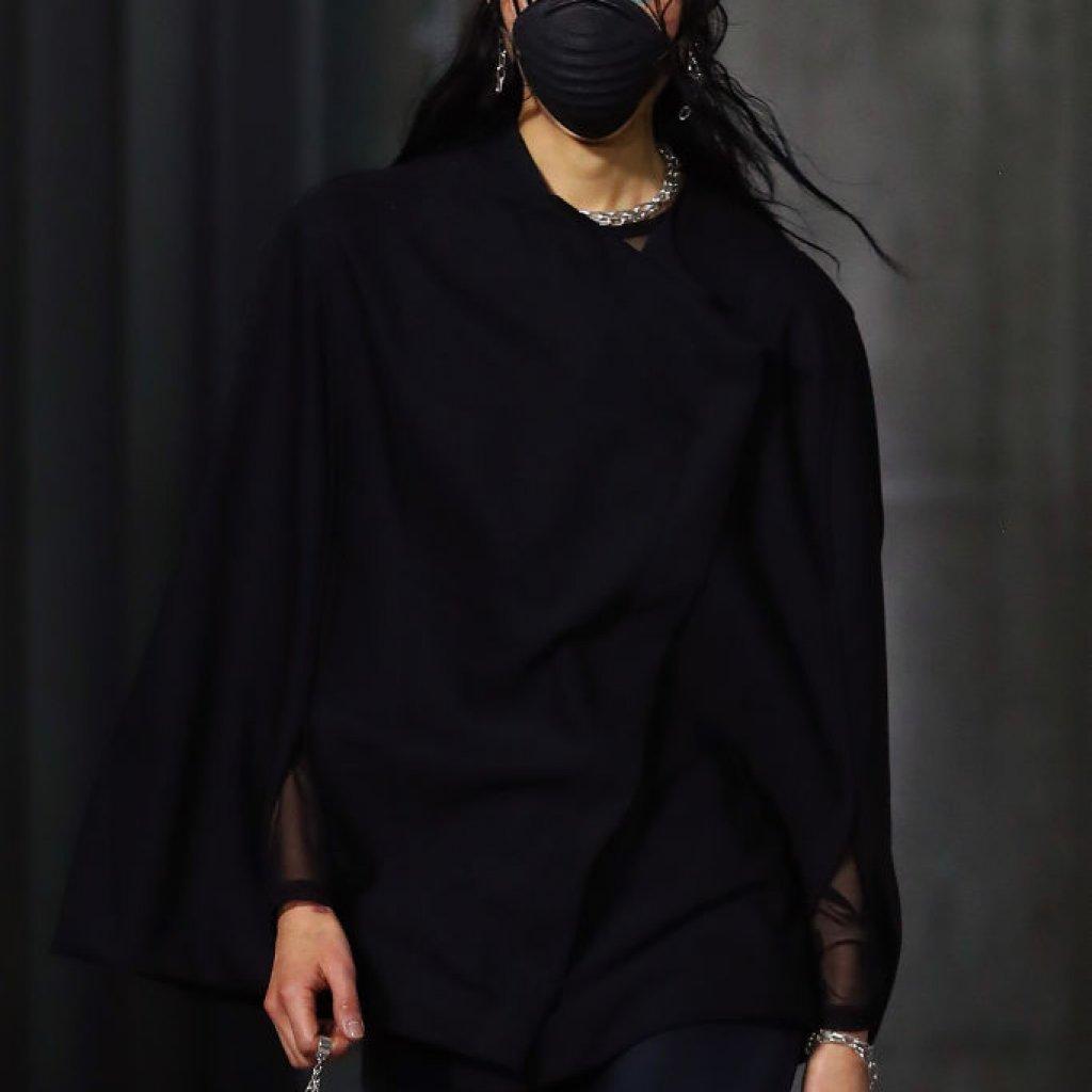 В Мелбърн през лятото по време на Седмицата на модата също дефилираха модели с маски. Това се случи на събитието Highrise Runway 3.