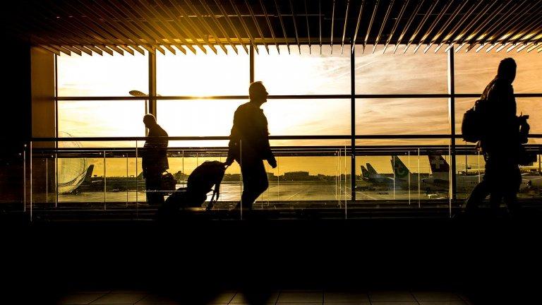 Външно министерство помага на български граждани да се завърнат в страната