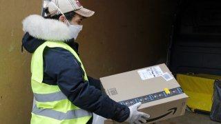 Работници се оплакват от сериозна липса на предпазни мерки в компанията
