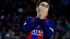 От него се очаква да ръководи защитата на Барселона, но той не е във форма и прави нетипично много грешки - а на отбора предстоят все по-тежки мачове