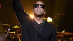 """Jay-Z/Шон Кори Картър  Когато Jay-Z бил дете, в квартала го наричали """"jazzy"""" (значи и джазов, и ярък). Той приел това определение като точно, но малко старомодно, затова запазил """"j"""" и """"z"""" в прякора, но зарязал останалото. Новото име било и намигване към ментора му Jaz-o, а и връзка с двете метролинии, които водят до квартала му - J и Z."""