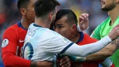 В 37-ата минута след спречкване Лионел Меси и Гари Медел бяха изгонени от парагвайския съдия Марио Диас де Вивар с директни червени картони.