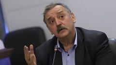 """В ефира на bTV той допълва, че Кацаров е """"полезен за някои частни структури"""""""