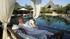 """През 2007 плейбоят от Формула 1 Флавио Бриаторе оповести, че ще построи Billionaires Club, """"най-луксозният курорт в Малинди"""". През 90-те години той беше осъден за измама, а през 2008 принуден да се откаже от Формула 1 след скандал с договорени класирания."""