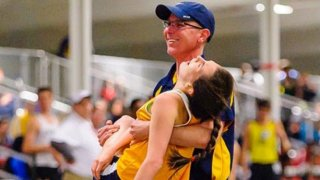 Треньорът й, Патрик Кромуел, винаги е на финала, за да я хване