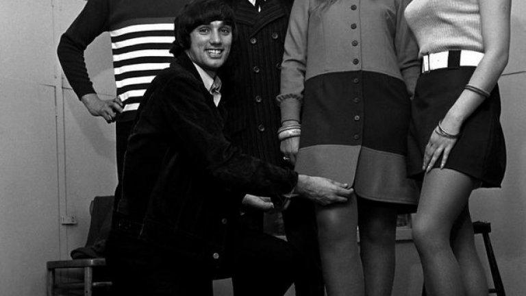 """30 септември 1966 г. - Извън терена... Бест се подготвя да поредното модно шоу, в което участва. Този път в """"Тифанис"""" - най-популярния клуб на Манчестър по онова време."""