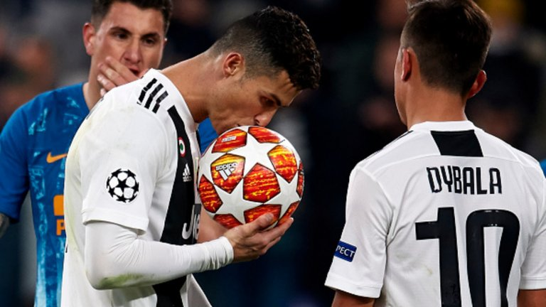 Средна оценка (2010-2019): Меси: 8.62 Роналдо: 8.05  WhoScored.com наскоро разкри средните оценки по десетобалната система за цялото десетилетие, когато отличи идеалния състав от последните 10 г. за всеки клуб. Тук Роналдо изостава от Меси и оценките му са спаднали, откакто отиде в Серия А. В Реал той е бил оценен средно с 8.17, а в Ювентус - със 7.58.