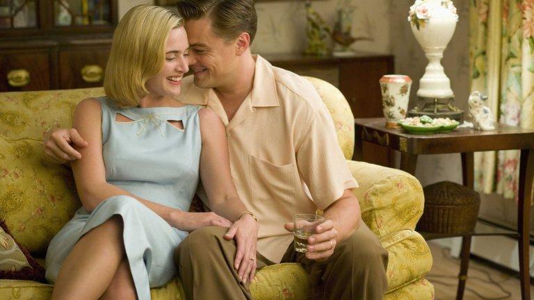 """""""Пътят на промените"""" Ако има актриса, която стои на актьорското ниво на Леонардо ди Каприо, това е неговата приятелка в живота Кейт Уинслет. Химията между двамата е основният елемент, който направи """"Титаник"""" епичен филм, бликащ от секс, любов и драма и в """"Пътят на промените"""", 11 години по-късно, тази химия не просто не си е отишла, а е станала още по-осезаема.Тук Кейт и Лео са излезли от кожите на Роуз и Джак и са Ейприл и Франк: двойка от края на Втората Световна война, омотала се безнадеждно в промяната, която настъпва в отношенията между двама души след брака. Любовта се е превърнала в ненавист, страстта е алхимично променена в досада и непоносимост. Лентата е по книгата на Ричард Йейтс, който публикува романа си, когато е на 35 години, и е номиниран за The National Book Award, заедно с Джоузеф Хелър и """"Параграф 22""""."""