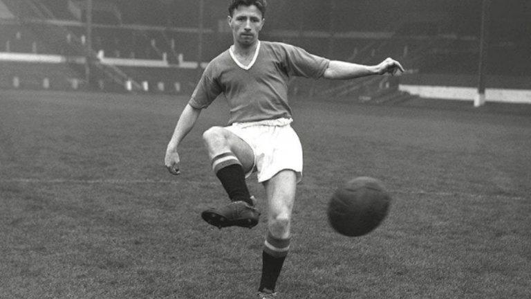 """Роджър Бирн - 280 мача, 20 гола Невероятен играч и лидер, който блести със страхотна визия за играта, бързина и универсалност. Загива в трагедията в Мюнхен през 1958 г. - само два дни след 29-ия си рожден ден. Капитан на Бебета на Бъзби, мениджърът казва за него: """"Аристократичен футболист, величествен в движението си. Роджър беше изключително бърз, но в същото време контролираше движението си прекрасно, като балетиста Нуреев."""""""