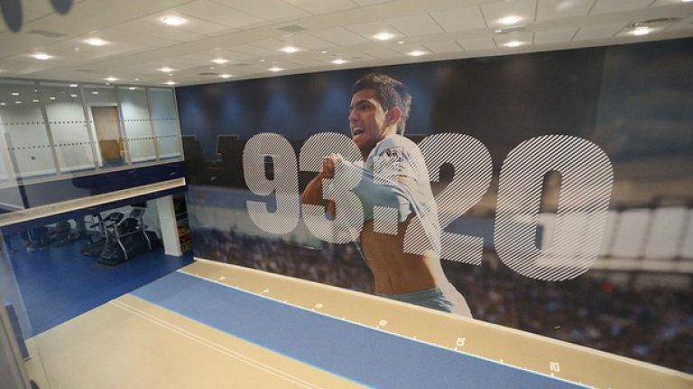 Ликът на Агуеро и 93:20 - минутата на гола му за титлата срещу КПР, краси един от фитнесите.