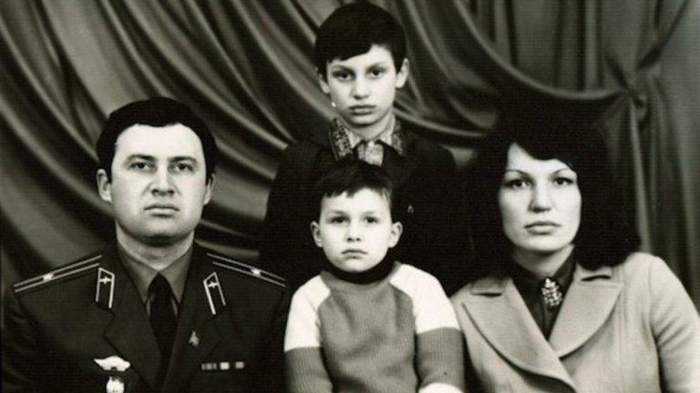 """""""Баща ми попитал първия човек, който ги посетил в дома им: """"Кажи едно мъжко име."""" """"В смисъл?"""" – бил отговорът. """"Просто кажи едно мъжко име"""", настоял Владимир. Човекът се замислил и казал: """"Владимир"""". И така решили"""", споделя Виталий пред Sports.ru."""