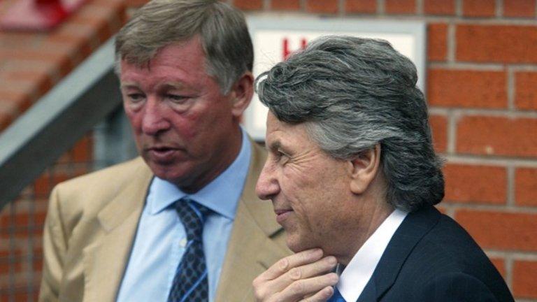 Пини Захави урежда трансфера на Рио Фърдинанд от Лийдс в Манчестър Юнайтед, след което става добър приятел със сър Алекс Фъргюсън