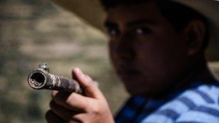 Затворените училища правят непълнолетните лесна жертва за експлоатация на престъпните групировки