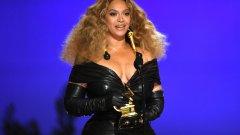 """Тазгодишните Награди """"Грами"""" бяха доминирани от движението Black Lives Matter, като пример за това беше наградената песен на Бийонсе """"Black Parade""""."""