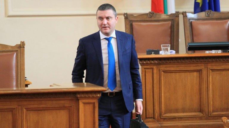 С отказа на Горанов да се върне в Народното събрание се запазва мястото за музиканта Калин Вельов, който положи клетва като депутат миналата седмица