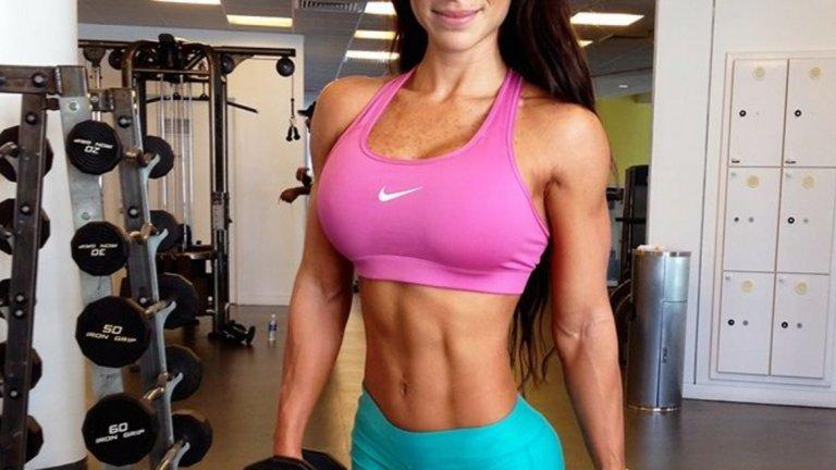 """10. Тайната на перфектната фигура – двуразовите тренировки. """"Практикувам кардио 45 мин всяка сутрин и тренирам с тежести вечерта. Не обичам да почивам, но се налага. Имам по един свободен ден в седмицата."""""""