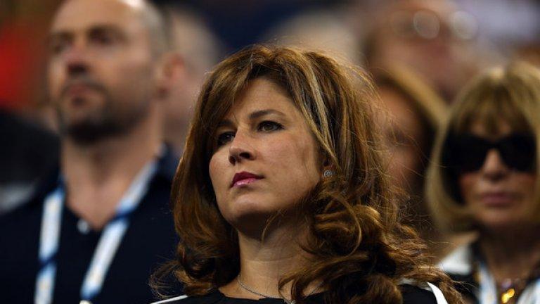 Всемогъщата  Тя е интелигентна, познава отлично света на тениса и има бизнес-нюх, поради което се намесва в кариерата на своя съпруг до такава степен, че поема контрол над нея.   Пример: Мирка Федерер. След края на собствената си кариера като тенисистка, през 2002 г. съпругата на Роджър Федерер се преквалифицира в мениджър на швейцареца. Именно тя ръководи кариерата на бившия No.1 в света.
