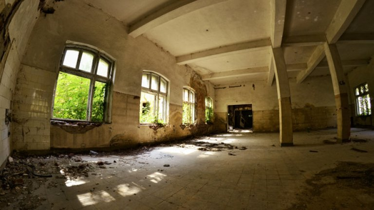 В тази зала някога се е помещавала столовата, в която са се хранили семинаристите