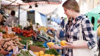Колко плодове и зеленчуци е полезно да се консумират на ден