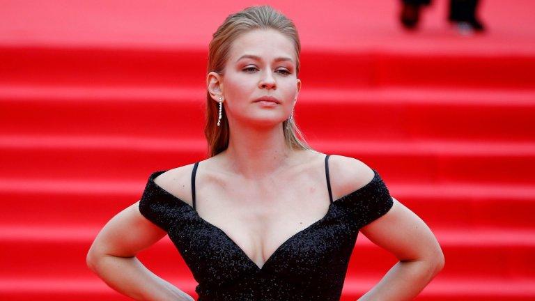 В отговор на американците от Роскосмос изпращат крехка, но атлетична блондинка