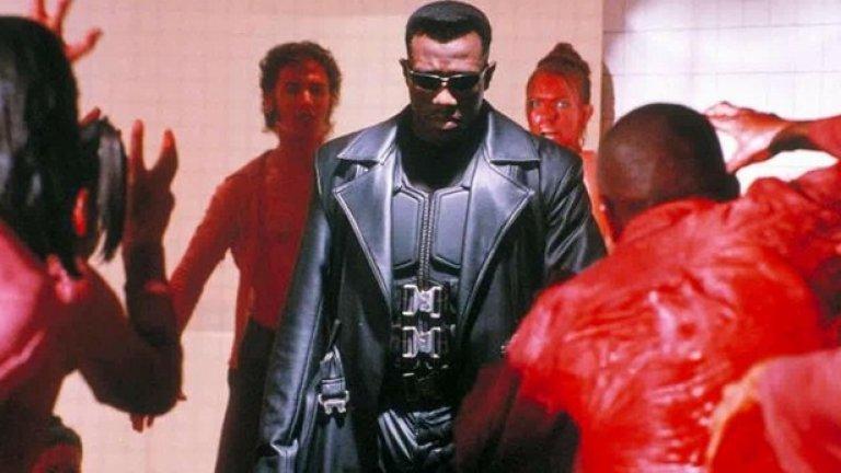 """""""Блейд""""  През 1998-а година """"Ню Лайн Синема"""" пускат екранизация по комиксите за """"Блейд"""" – убиецът на вампири, в чиято кръв има от тяхното ДНК. Благодарение на него Уесли Снайпс достига комерсиалния пик на своята кариера в главната роля.  """"Блейд"""" предлага изобилие от насилие и гротескни картини. Режисьорът Стивън Норингтън за пръв и последен път прави кино от подобен калибър."""