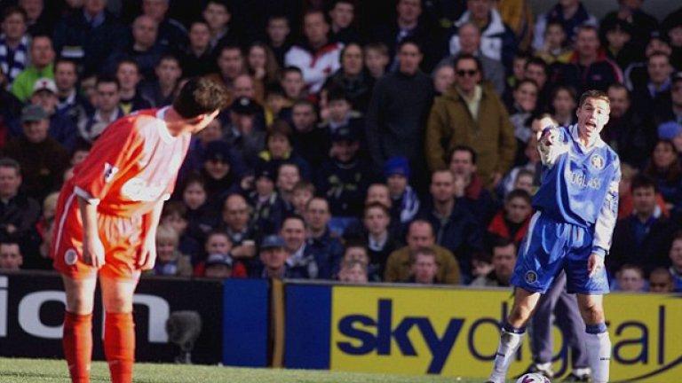 Фаулър имитира повдигане на поличка, за да ядоса Греъм льо Соу от Челси в мача през 1999 г.