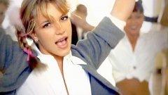 """1. """"Baby One More Time"""" на Бритни Спиърс е отказана от TLC  Бритни е била на косъм от това да се размине с една от най-запомнящите се свои песни. Текстът на Макс Мартин първоначално е предложен на групата TLC за техния албум """"Fan Mail"""", но RnB изпълнителките я отхвърлят. Така """"Baby One More Time"""" е дадена на младата по това време Спиърс и се превръща в един от най-големите й хитове. И макар TLC да успяват да получат номинация за """"Грами"""" за албума си, безспорен факт е, че днес отхвърлената от тях песен се помни от много повече хора."""