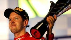 Фетел вдигна купата и обяви, че Ферари са се съживили след трудното начало на сезона